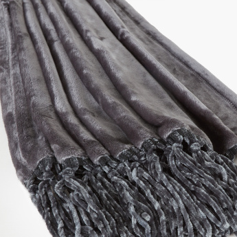 Lavish Plush Throw with Tassels - 130x180 cms