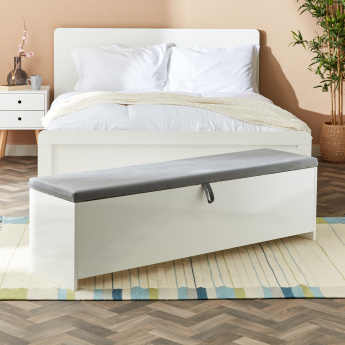 Snowy Bed Bench with Storage